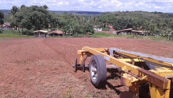 Continuidade do programa municipal de corte de terra para pequenos e médios produtores rurais