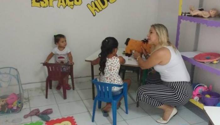 """Os beneficiários do Bolsa Família, contam com o """"Espaço Kids"""" para acolhimento."""