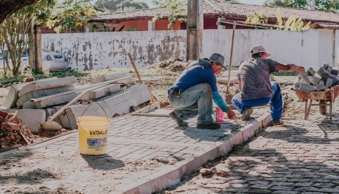 Prefeitura de Nísia Floresta realiza urbanização de praça em Alcaçuz