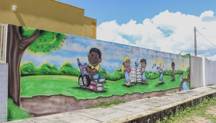 Prefeitura realiza pinturas artísticas em CMEIs e Serviços de Convivência