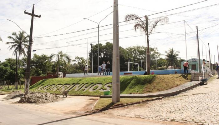 QUADRA POLIESPORTIVA DE MORRINHOS PASSA POR REFORMA E URBANIZAÇÃO
